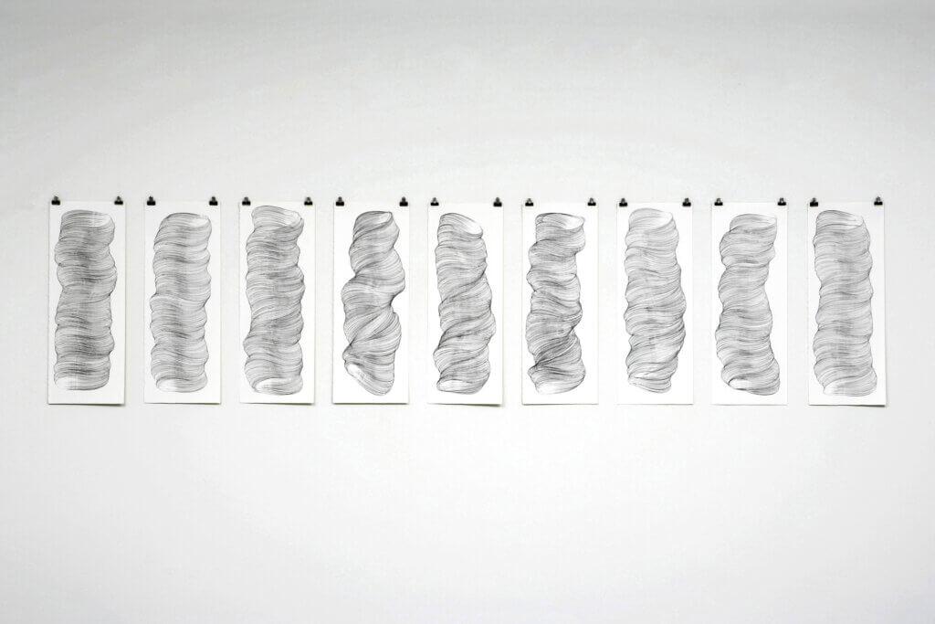 """""""Schwerelos"""", 2006, Bleistift auf Papier, je 77 x 28.5 cm"""