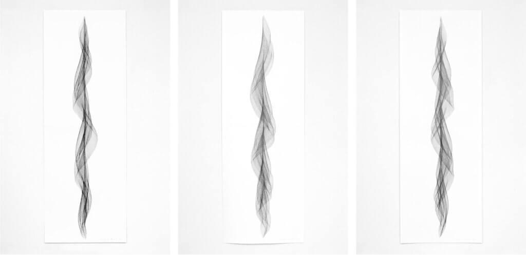 """Serie """"Fliessend II"""", 2019, Bleistift auf Papier, 168.2 x 59.4 cm"""